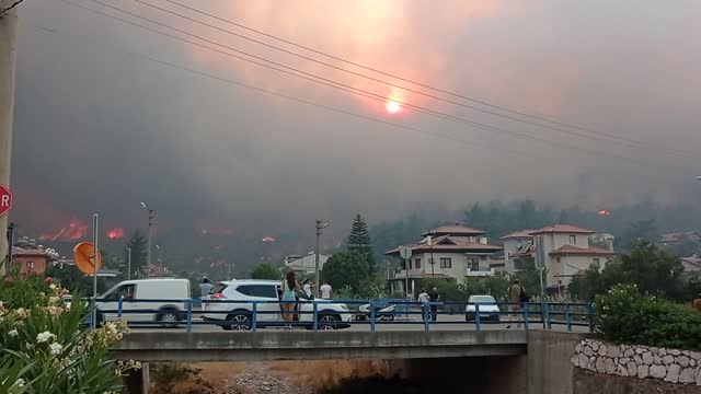 vídeos y material grabado en eventos de stock de firefighters continue to extinguish the forest fire that erupted in turkey's southwestern province mugla on thursday. according to mugla regional... - turquía