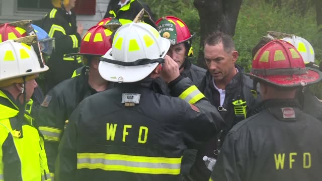 vídeos de stock, filmes e b-roll de firefighters in one wilmington neighborhood working to rescue family members after a tree fell on their home injuring at least one person when... - wilmington carolina do norte