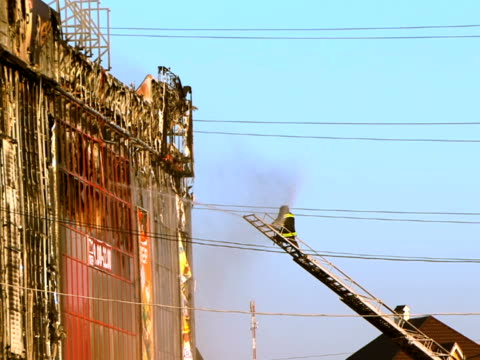 vigili del fuoco al lavoro - incendio video stock e b–roll