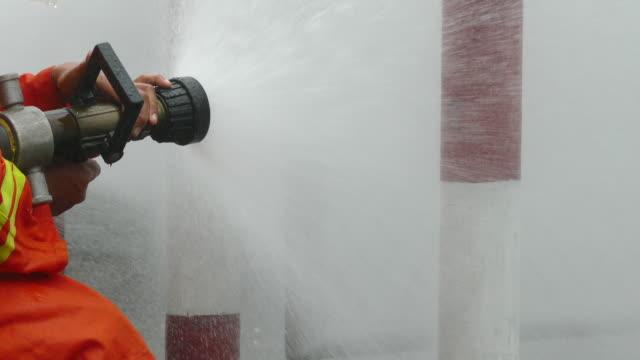 vídeos y material grabado en eventos de stock de los bomberos - manguera