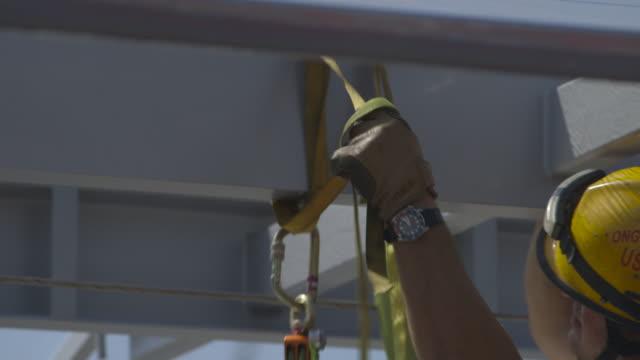 stockvideo's en b-roll-footage met firefighters - reddingswerker