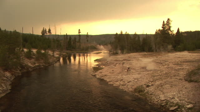 stockvideo's en b-roll-footage met ws, firehole river surrounded with geysers at sunset, upper geyser basin, yellowstone national park, wyoming, usa - cross processen