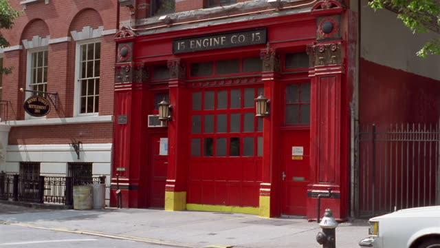 ms, firehouse entrance, new york city, new york, usa - feuerwache stock-videos und b-roll-filmmaterial