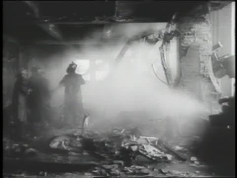 vídeos y material grabado en eventos de stock de firemen in empire state bldg. after army plane crashed into 79th floor - empire state building