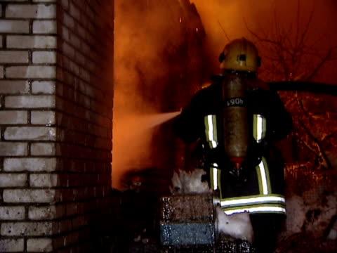 stockvideo's en b-roll-footage met firemen. - fire hose