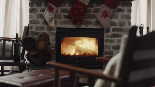 vidéos et rushes de cheminée - foyer de cheminée