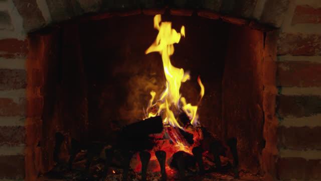 vidéos et rushes de slo mo cheminée - foyer de cheminée