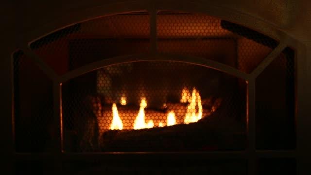 vídeos de stock e filmes b-roll de fireplace - lareira