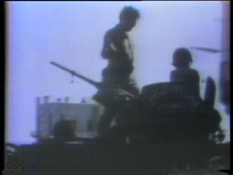 vidéos et rushes de fires erupt over beirut in worsening civil war violence with muslims attacking christian areas of the city. - 1976