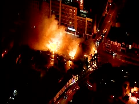 fires in croydon following riots in the area, august 2011 - ロンドン クロイドン点の映像素材/bロール