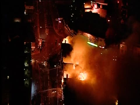 fires in croydon follwing riots in the area, august 2011 - ロンドン クロイドン点の映像素材/bロール