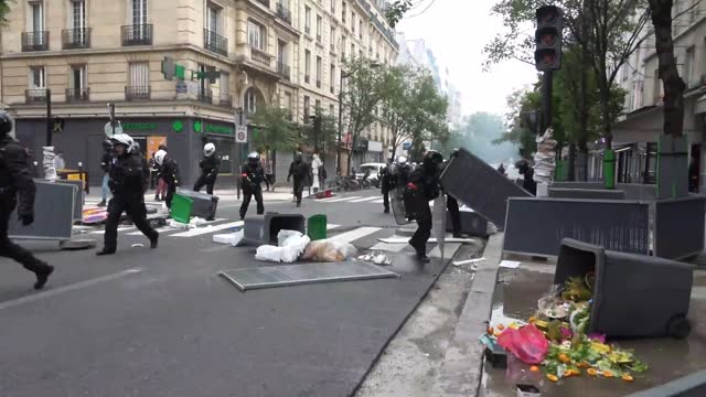 fires were lit and streets strewn with trash as protests over proposed new coronavirus measures took place in paris and other french cities on july... - https stock-videos und b-roll-filmmaterial