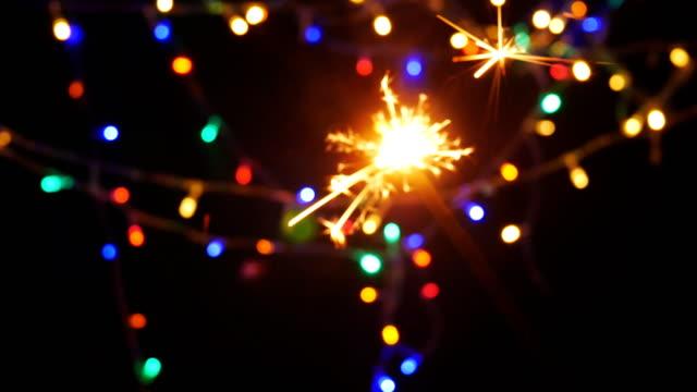 vídeos de stock, filmes e b-roll de fogo de artifício celebração natal ano novo - dia do ano novo