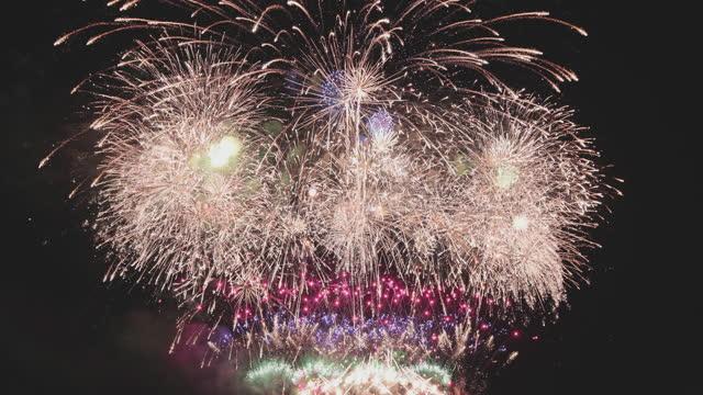 vídeos de stock, filmes e b-roll de recore de fogos de artifício de alta qualidade loop perfeito - star shape