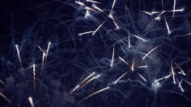 ms, firework display against black sky - 年越し点の映像素材/bロール