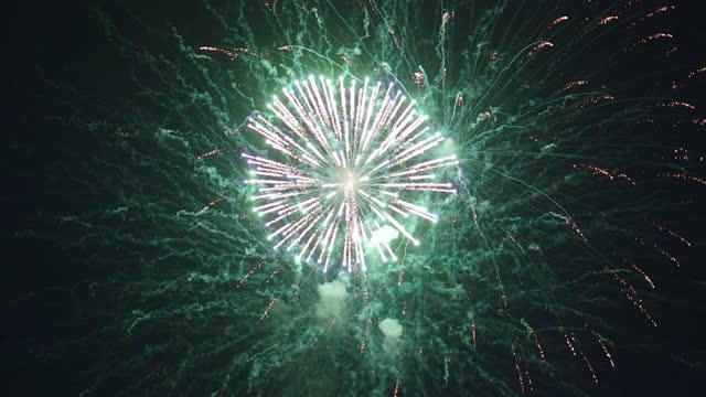 vídeos de stock, filmes e b-roll de show de fogos de artifício - star shape