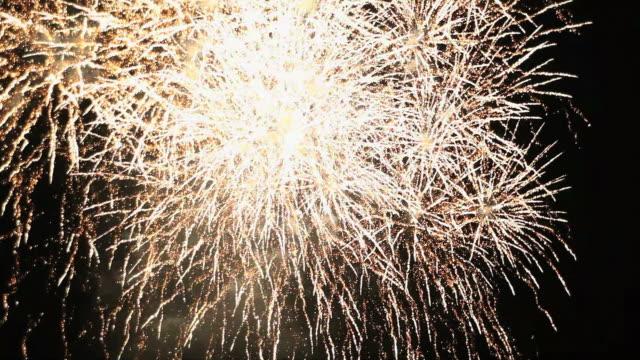firework streaks in the night sky - plusphoto stock videos & royalty-free footage