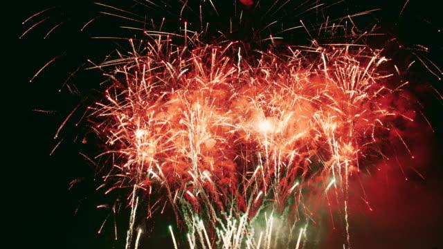 vídeos y material grabado en eventos de stock de fuego artificial - chispas