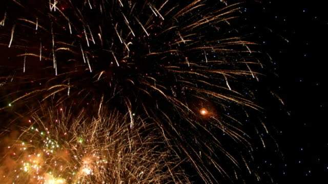 fireworks against sky at night - 夏点の映像素材/bロール