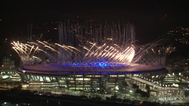 fireworks display at maracana stadium on the opening night of the 2016 rio de janeiro olympic games - オリンピックスタジアム点の映像素材/bロール