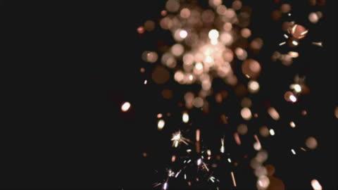 vídeos y material grabado en eventos de stock de cu slo mo fireworks display at night / san francisco, california, usa - fuegos artificiales