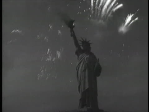 fireworks explode around the statue of liberty - statue of liberty new york city stock-videos und b-roll-filmmaterial