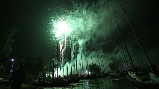 vídeos de stock, filmes e b-roll de fireworks explode on the fishing opening day at dian lake on october 16 2019 in kunming yunnan province of china - yunnan province