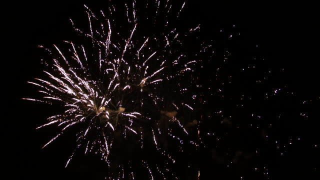fireworks exploding on black background - firework display点の映像素材/bロール
