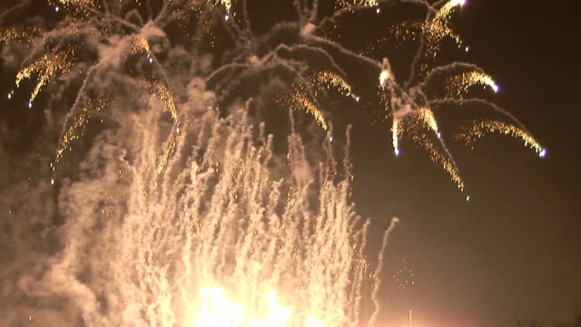 fireworks ground +AUDIO (HD25p)