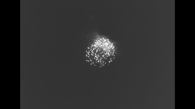 vs fireworks in sky and over water - fürst rainier iii. von monaco stock-videos und b-roll-filmmaterial