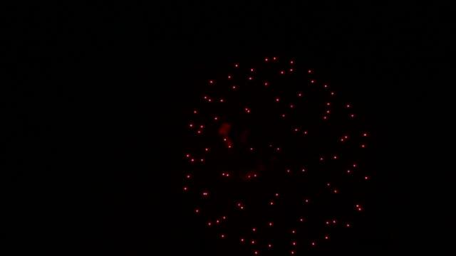 花火をスローモーションアゲインストブラック - portland oregon点の映像素材/bロール