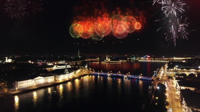 vídeos y material grabado en eventos de stock de fuegos artificiales de la ciudad  - san petersburgo rusia