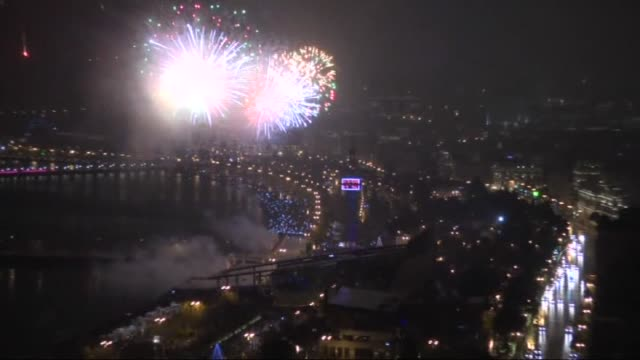 vídeos de stock, filmes e b-roll de fireworks light up the sky during the welcoming ceremony for the new year in baku azerbaijan on january 1 2016 - azerbaidjão