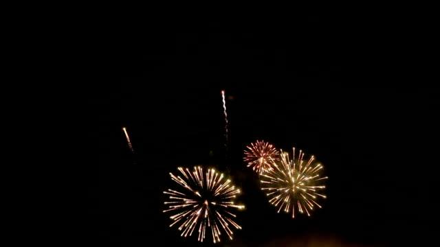 Fogo-de-artifício incendeia o céu