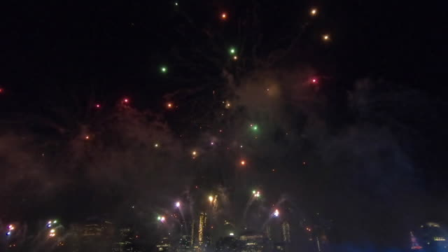 fireworks over new york city skyline - fourth of july stock videos & royalty-free footage