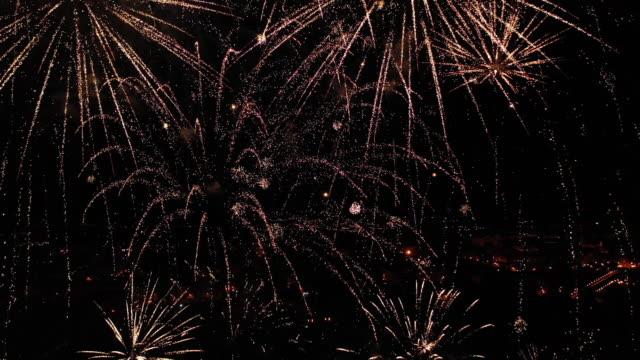 vídeos y material grabado en eventos de stock de fuegos artificiales grabados desde el aire - firework display