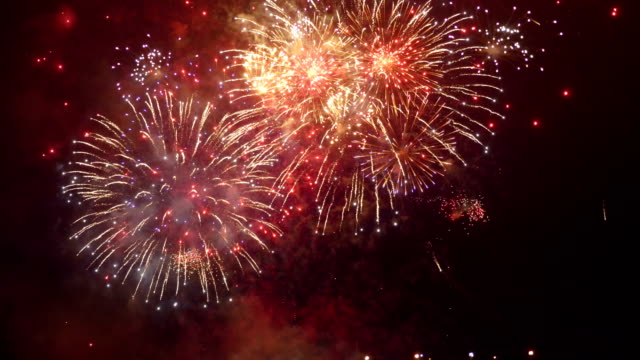 Vuurwerk in slowmotion 4K weergeven
