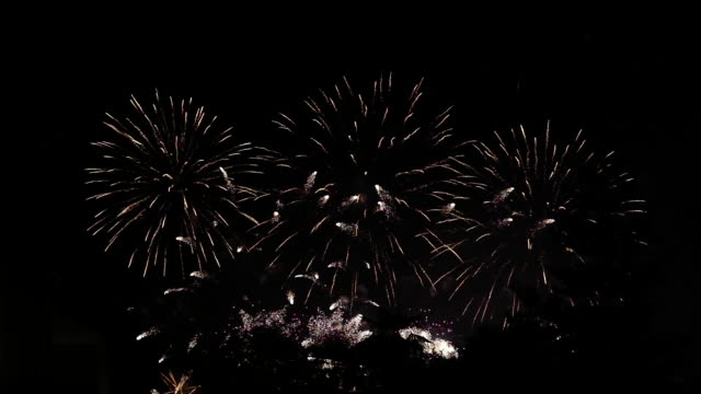 fireworks show - festliches ereignis stock-videos und b-roll-filmmaterial