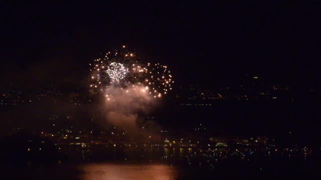 fireworks - feuerwerk stock-videos und b-roll-filmmaterial