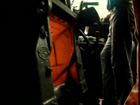 stockvideo's en b-roll-footage met firing up a steam engine (train) (original pal) - stoomtrein