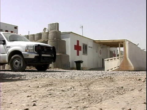 first aid station at camp victory / baghdad iraq / audio - campo militare video stock e b–roll