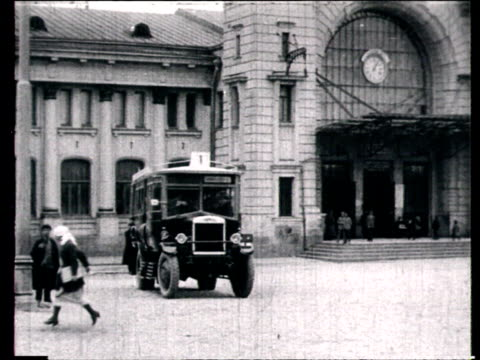 vidéos et rushes de first bus in moscow, bus in front of station, people getting on bus, street seen from bus / moscow, russia - 1924