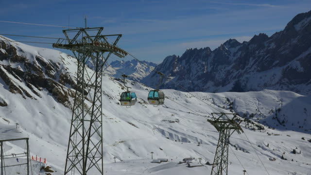 stockvideo's en b-roll-footage met first cable car, grindelwald, bernese oberland, canton of bern, switzerland - kabelwagen