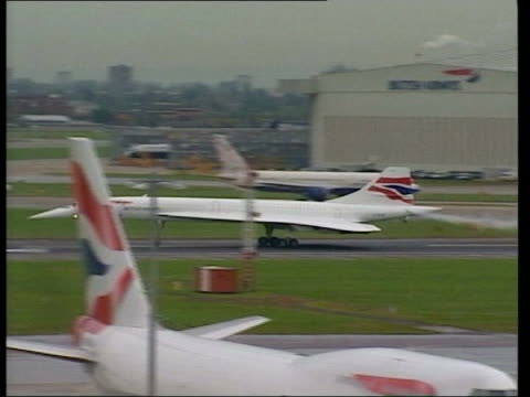first concorde passenger flights since paris crash itn london heathrow british airways concorde taking off on first passenger flight since crash pan... - british aerospace concorde stock videos and b-roll footage