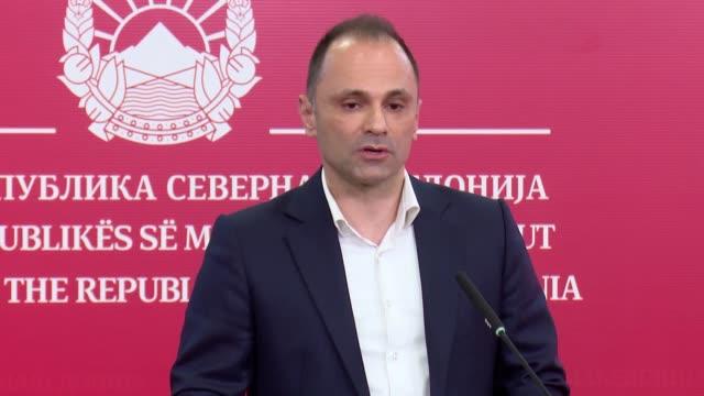 vídeos de stock, filmes e b-roll de first coronavirus case has been confirmed in northern macedonia country's prime minister oliver spasovski announces in capital skopje on february 26... - república da macedônia