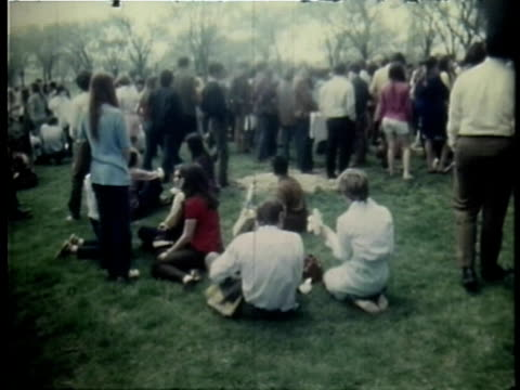 vidéos et rushes de first earth day rally / washington dc usa - 1970