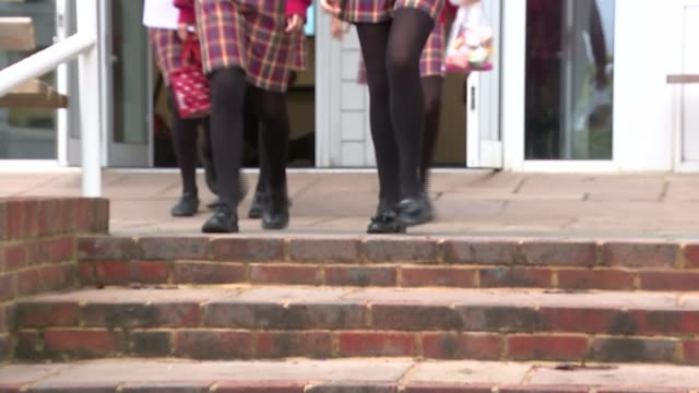 first grammar school in 50 years approved kent tonbridge weald of kent grammar school blurred shot of girls along outside grammar school legs of... - イングランド ケント点の映像素材/bロール