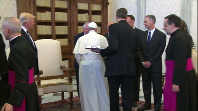stockvideo's en b-roll-footage met ws first lady melania trump smiles and stands with trump family during meeting with pope francis at vatican city president donald trump stands next... - religion or spirituality