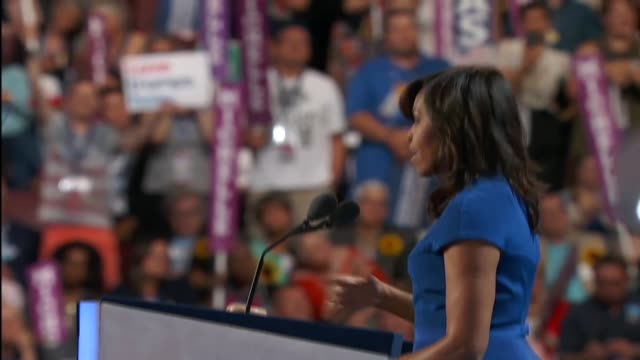 vidéos et rushes de first lady michelle obama speaks at the 2016 democratic national convention about how she and president barack obama know that their daughters are... - message écrit et lettre de l'alphabet