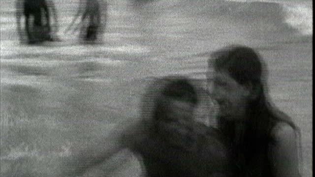 first man to sail solo across atlantic dies aged 74 lib s02110602 / itn channel 4 news audio miami fairfax arrives after sailing solo across atlantic... - セーリングチーム点の映像素材/bロール